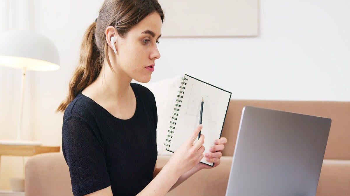 How Internet Help Students in their Studies?